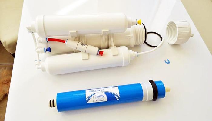 замена картриджей в системе очистки воды