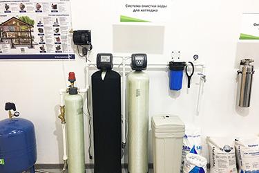 Макет системы очистки воды в коттедж